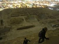 Duke u ngjitur ne piramide