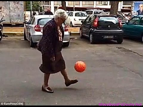 Gjyshja futbolliste - mos e beso po deshe