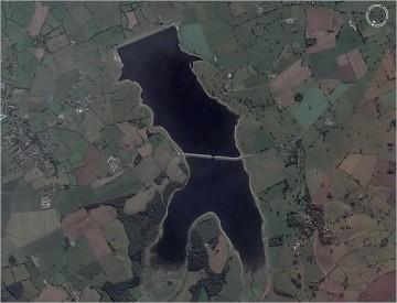 Liqeni në formë njeriu, ndoshta në Angli.