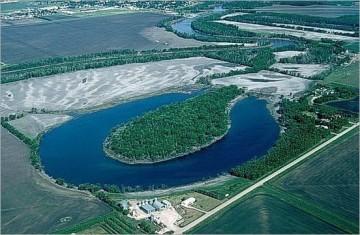 Liqeni në formë patkoi në Kanada.