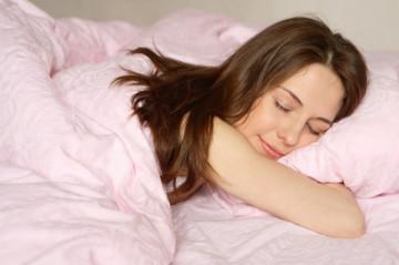 Hidhen-poshte-10-mite-per-gjumin-dhe-10-fakte-per-gjumin