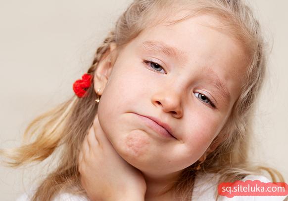 Dhimbja e fytit tek fëmijët si ta kurojë