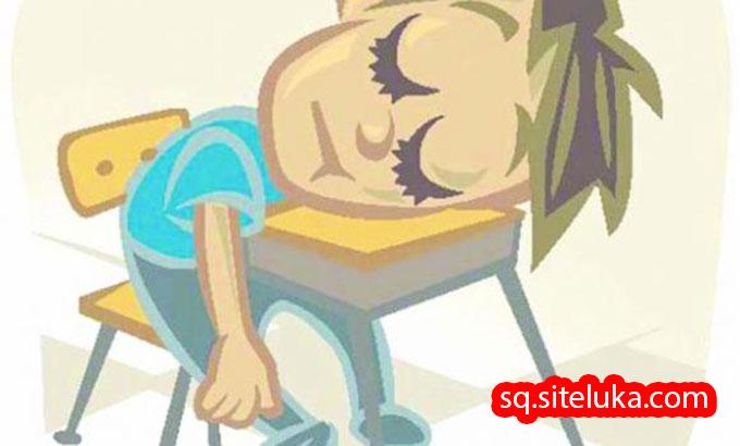 Përdorimi i telefonit natën shkak për nota të dobëta dhe përgjumje!